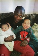 28AC56B500000578-3081930-Father_of_two_Sheku_Bayoh_with_his_children_Isaac_and_Tyler_He_l-m-21_1431623010144